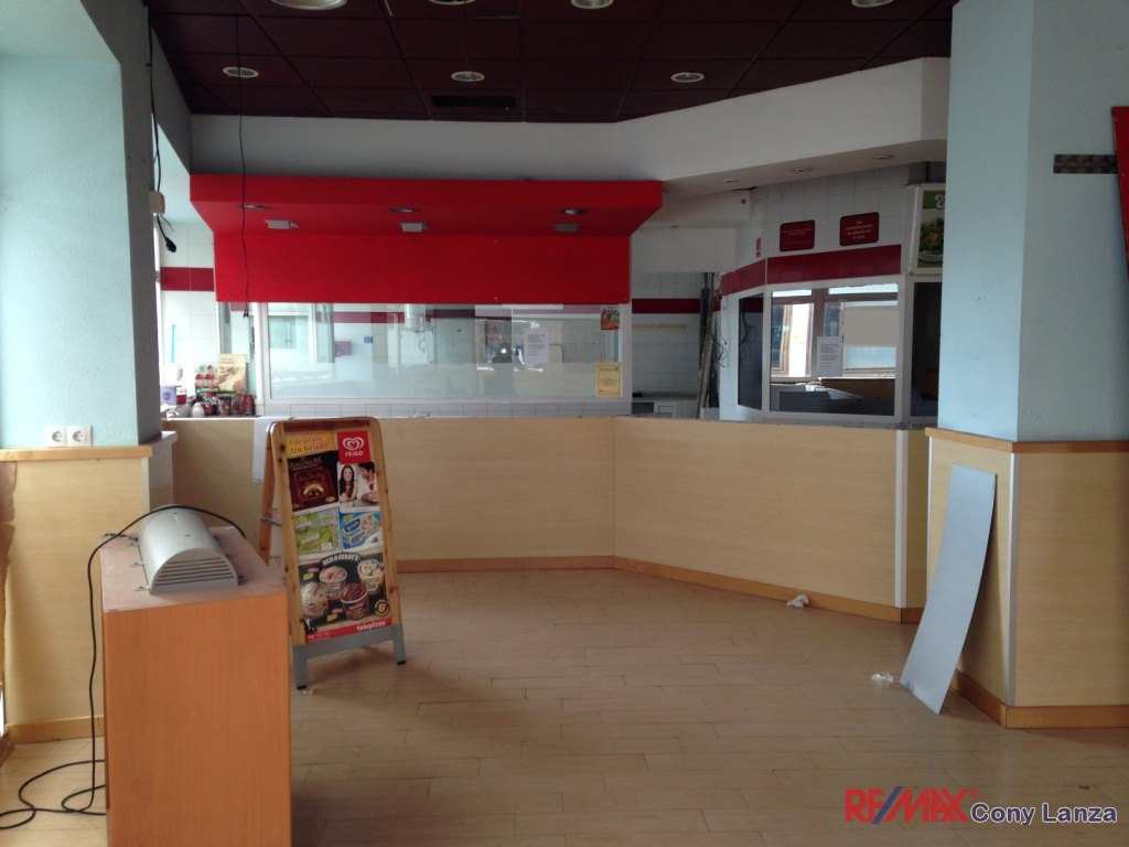 1071 se alquila local en arrecife remax lanzarote for Telepizza 3 pisos